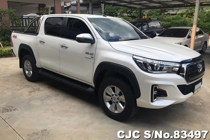 Toyota Hilux Revo White AT Double Cab 2017 2.8L