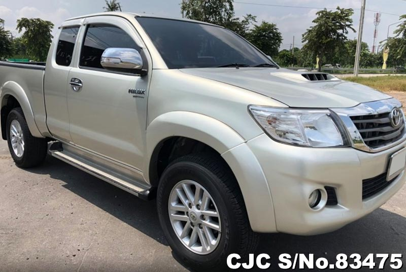 Toyota Hilux Vigo Silver AT Smart Cab 2013 2.5L